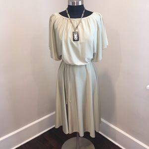 Vintage 70s Style Flutter Sleeve Dress! LOVE! ❤️